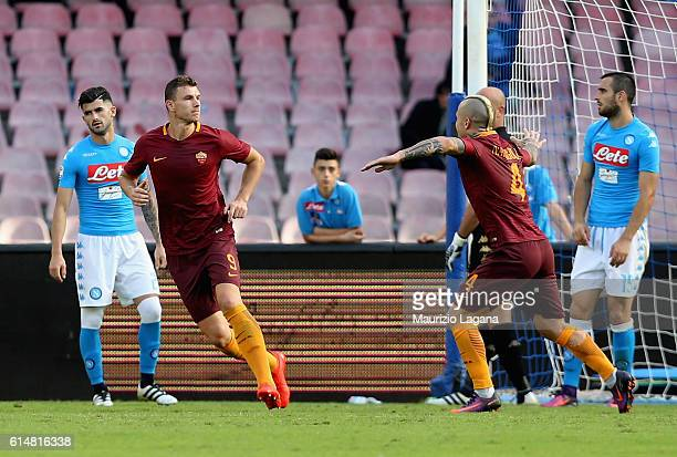 Edin Dzeko of Roma celebrates the second goal during the Serie A match between SSC Napoli and AS Roma at Stadio San Paolo on October 15 2016 in...