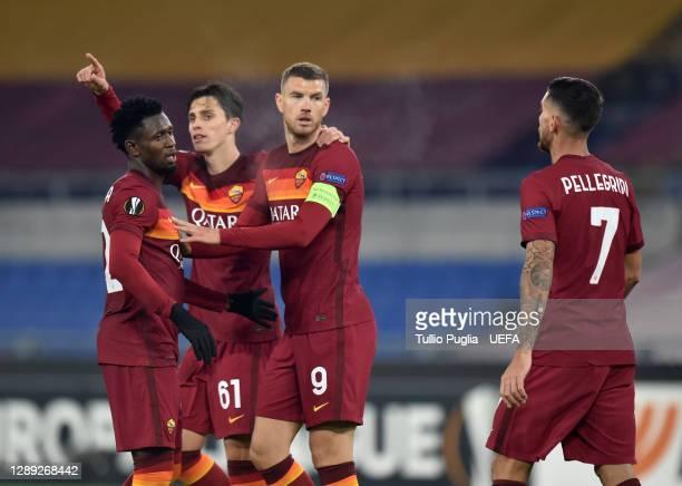 Edin Dzeko of Roma celebrates with Amadou Diawara, Riccardo Calafiori and Lorenzo Pellegrini after scoring their team's third goal during the UEFA...