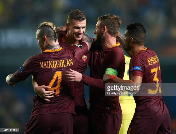Edin Dzeko of Roma celebrates with his teammates after scoring a goal during the UEFA Europa League Round of 32 first leg match between Villarreal CF...