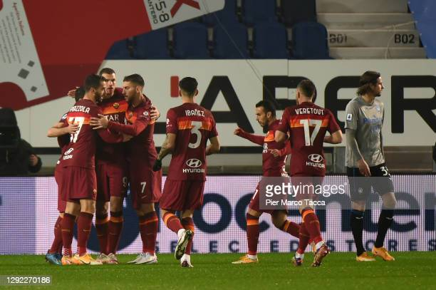 Edin Dzeko of Roma celebrates with Lorenzo Pellegrini and team mates after scoring their sides first goal during the Serie A match between Atalanta...