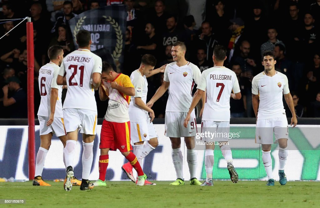 Edin Dzeko (C) of Roma celebrates with teammates after scoring his team's third goal during the Serie A match between Benevento Calcio and AS Roma at Stadio Ciro Vigorito on September 20, 2017 in Benevento, Italy.