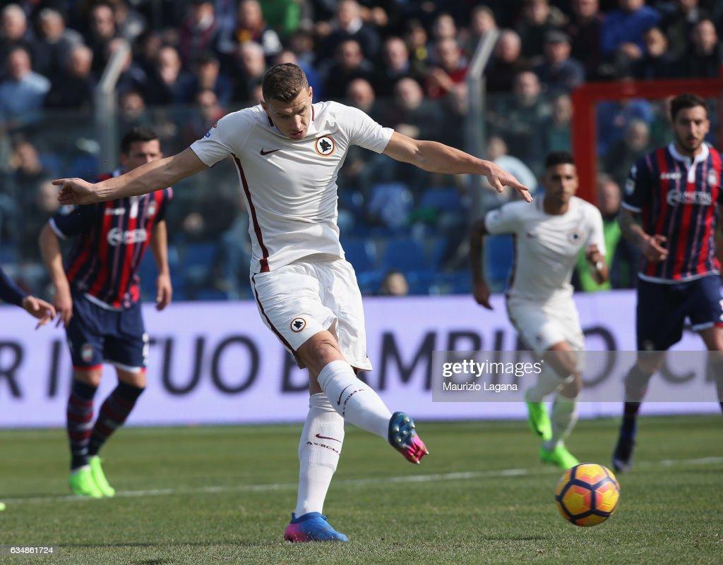 FC Crotone v AS Roma - Serie A : News Photo