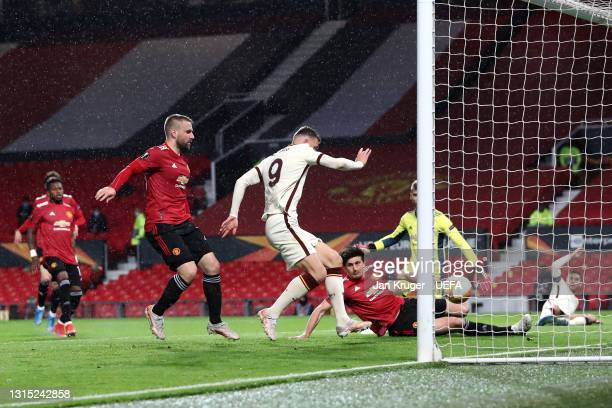 Edin Dzeko of Roma scores their team's second goal during the UEFA Europa League Semi-final First Leg match between Manchester United and AS Roma at...