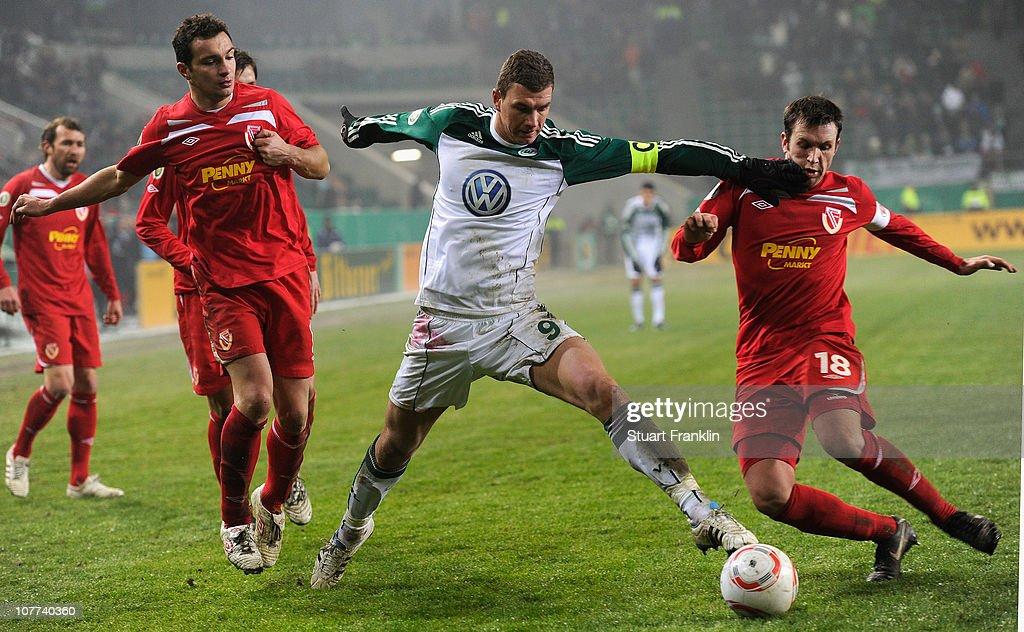 VfL Wolfsburg v Energie Cottbus - DFB Cup : ニュース写真