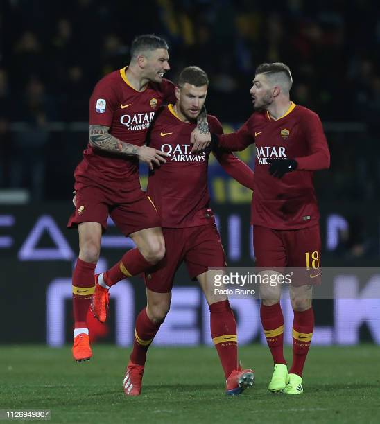 Edin Dzeko with his teammates of AS Roma celebrates after scoring the team's first goal during the Serie A match between Frosinone Calcio and AS Roma...