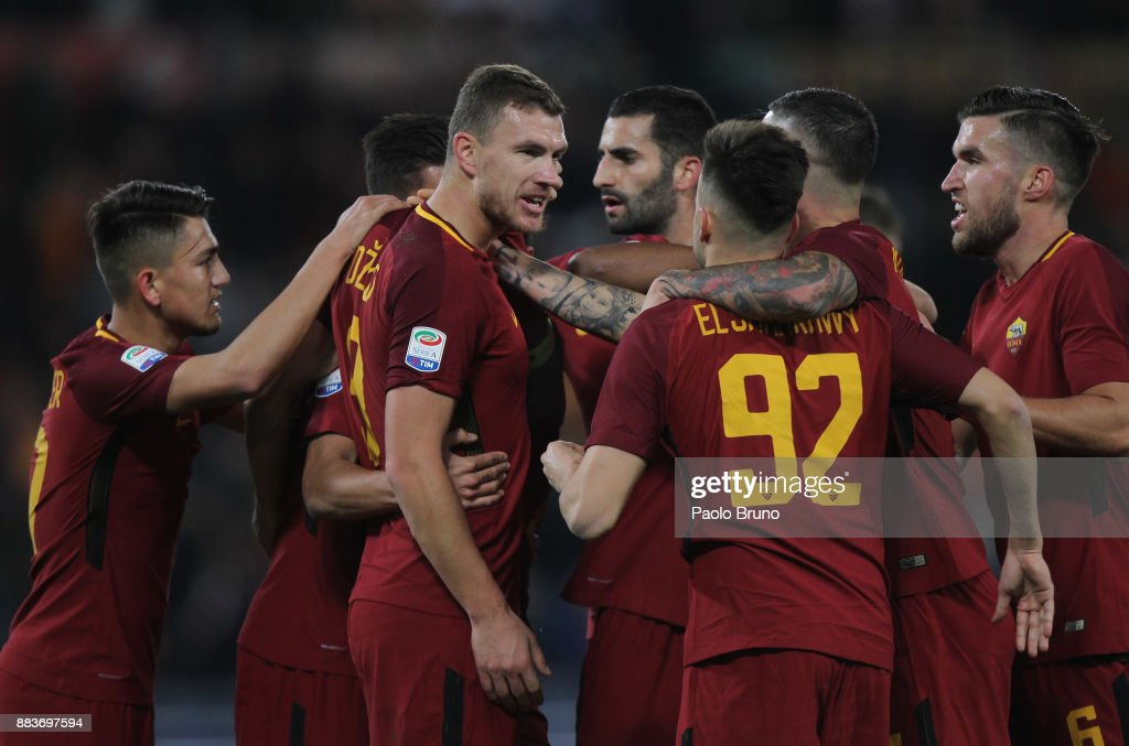 Edin Dzeko (C) with his teammates of AS Roma celebrates after scoring the opening goal during the Serie A match between AS Roma and Spal at Stadio Olimpico on December 1, 2017 in Rome, Italy.