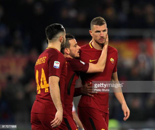 Edin Dzeko with his teammates of AS Roma celebrates after scoring the team's second goal during the serie A match between AS Roma and Benevento...