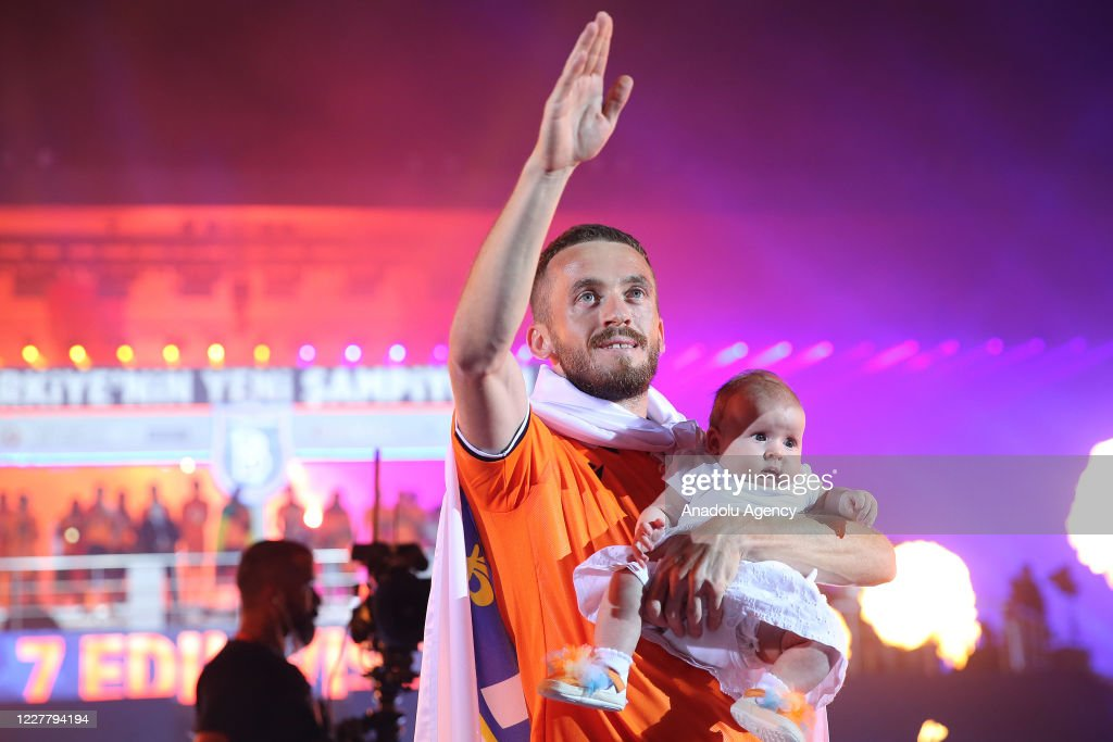 Edin Visca of Medipol Basaksehir greets fans during a ceremony after...  News Photo - Getty Images