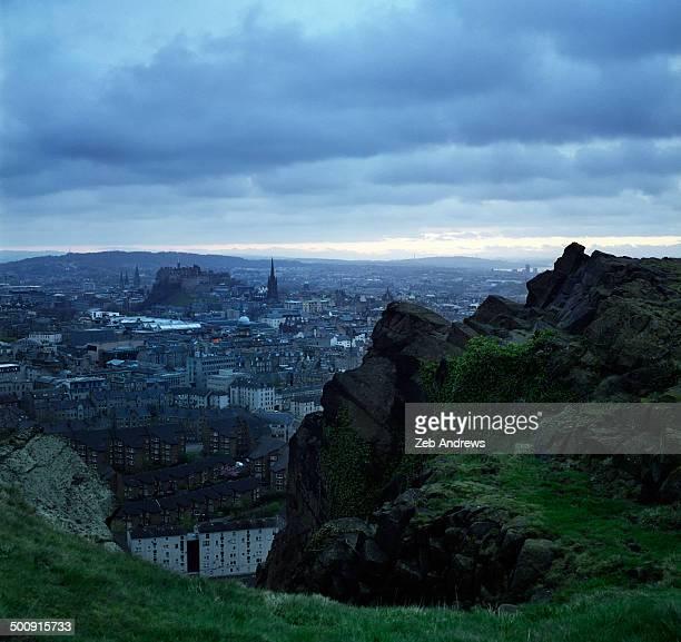 edinburg, scotland from the salisbury crags - サリスベリー ストックフォトと画像