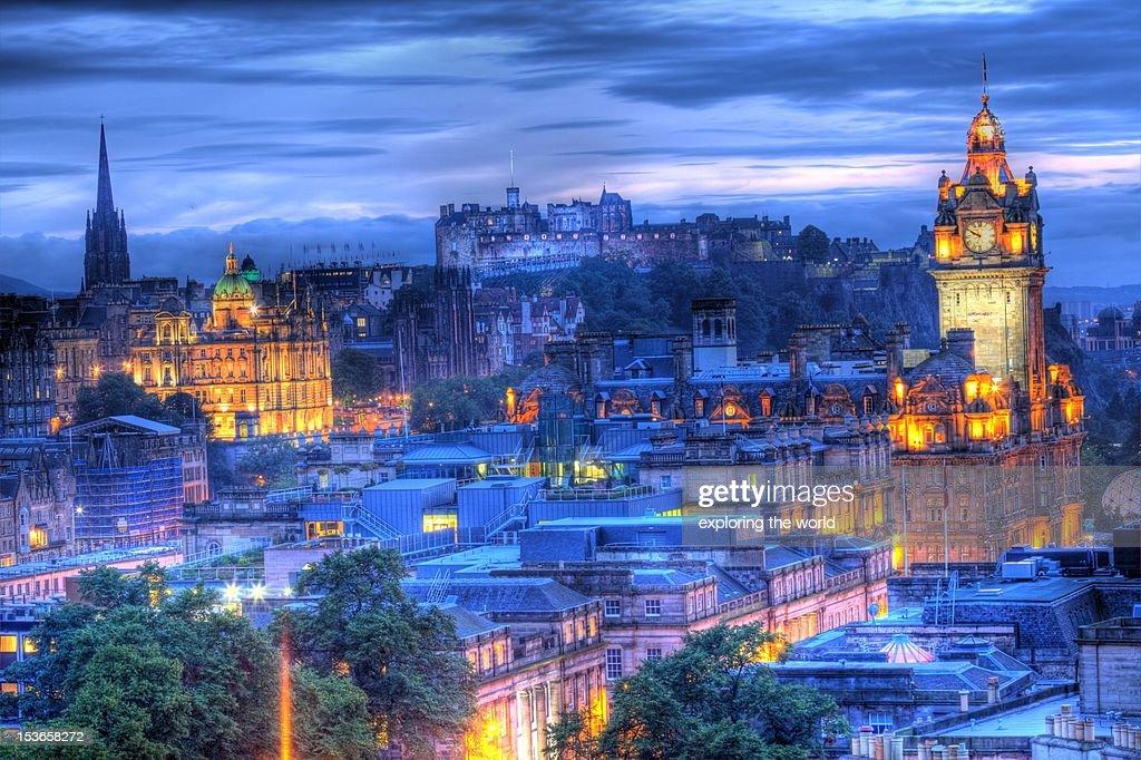 Edinburgh castle at night : Foto de stock