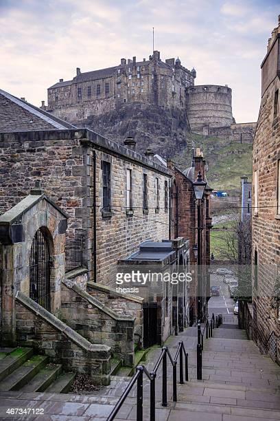 castillo de edimburgo desde el sur - theasis fotografías e imágenes de stock