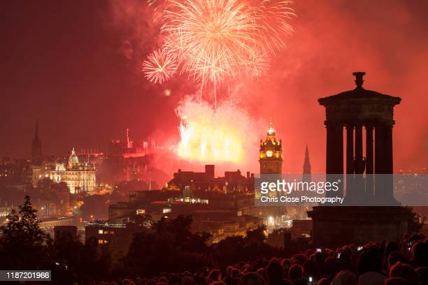 edinburgh festival fireworks display - エジンバラ国際フェスティバル ストックフォトと画像