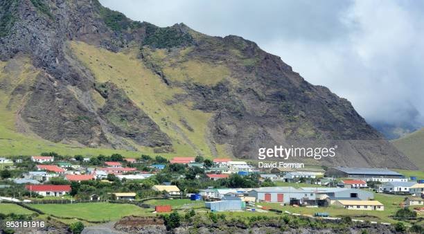 'edinburgh of the seven seas' town  on tristan da cunha island in the south atlantic. - tristan da cunha eiland stockfoto's en -beelden