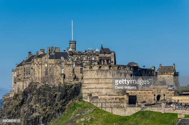 edinburgh, scotland, uk - castle rock colorado stock pictures, royalty-free photos & images