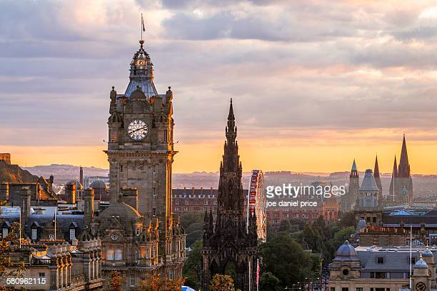 edinburgh skyline, balmoral clocktower, scotland - schotland stockfoto's en -beelden