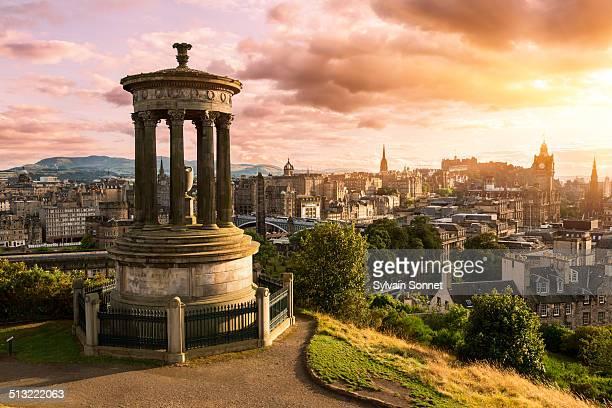 edinburgh skyline from calton hill at sunset - escócia - fotografias e filmes do acervo
