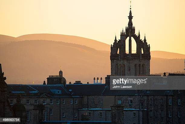edinburgh sunset silhouette - st. giles cathedral stock pictures, royalty-free photos & images