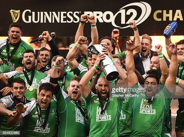 Edinburgh United Kingdom 28 May 2016 Connacht captain John Muldoon and teammates celebrate following the Guinness PRO12 Final match between Leinster...
