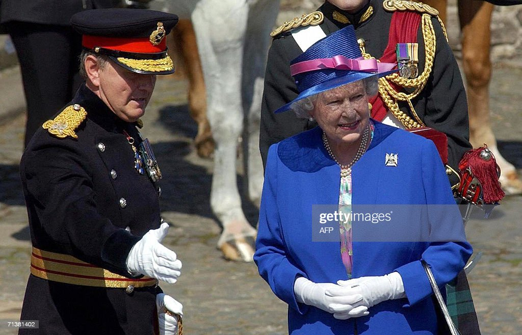 Britain's Queen Elizabeth II is greeted : News Photo