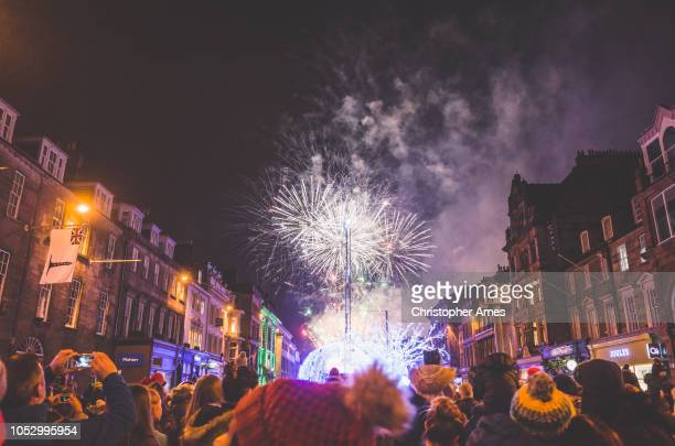 edinburgh winter fireworks - edinburgh scotland stock pictures, royalty-free photos & images