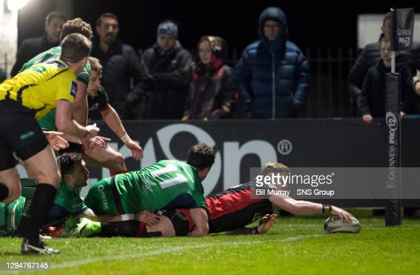 Edinburgh's Glenn Bryce dives over for a late try