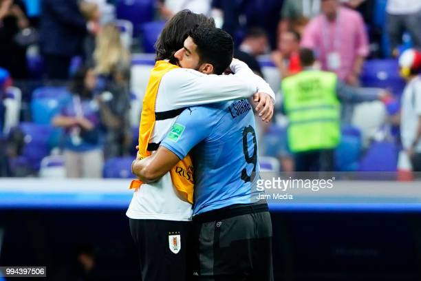 Edinson Cavani and Luis Suarez of Uruguay lament during the 2018 FIFA World Cup Russia Quarter Final match between Uruguay and France at Nizhny...