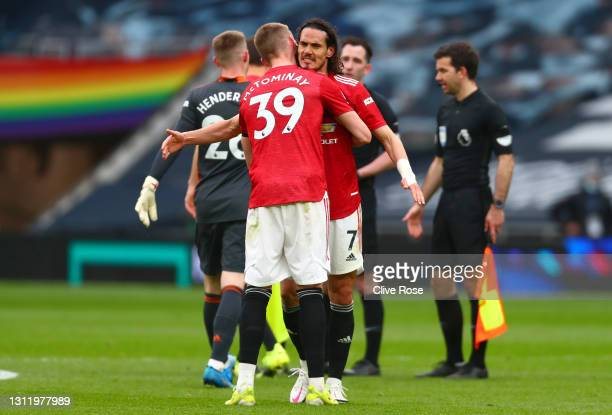 Edinson Cavani and Scott McTominay of Manchester United celebrate victory after the Premier League match between Tottenham Hotspur and Manchester...