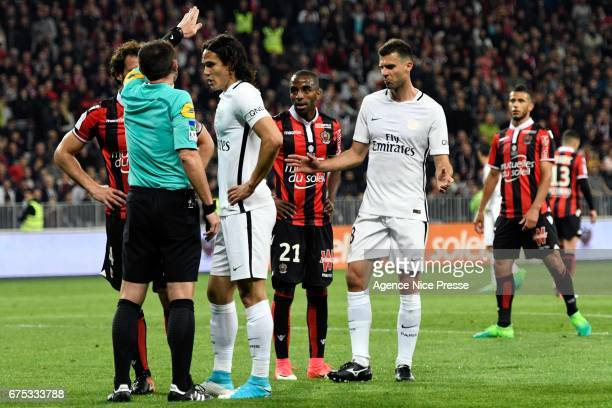 Edinson Cavani and Thiago Motta of PSG and referee Ruddy Buquet during the French Ligue 1 match between Nice and Paris Saint Germain at Allianz...