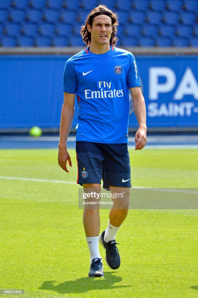 Edinson Cavani arrives for a Paris Saint-Germain training session at Parc des Princes on May 16, 2018 in Paris, France.