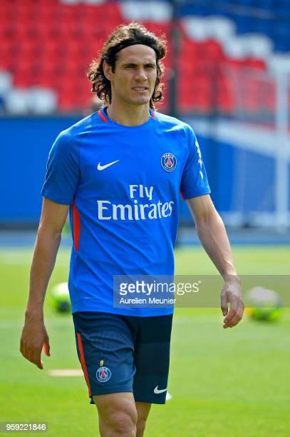 Edinson Cavani arrives for a Paris SaintGermain training session at Parc des Princes on May 16 2018 in Paris France