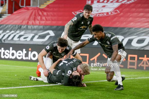 Edinson Cavani of Manchester United celebrates with teammates Donny van de Beek Marcus Rashford Victor Lindelof and Harry Maguire after he heads in...