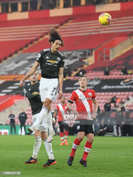 Edinson Cavani of Manchester United heads the ball wide of the target during the Premier League match between Southampton and Manchester United at St...