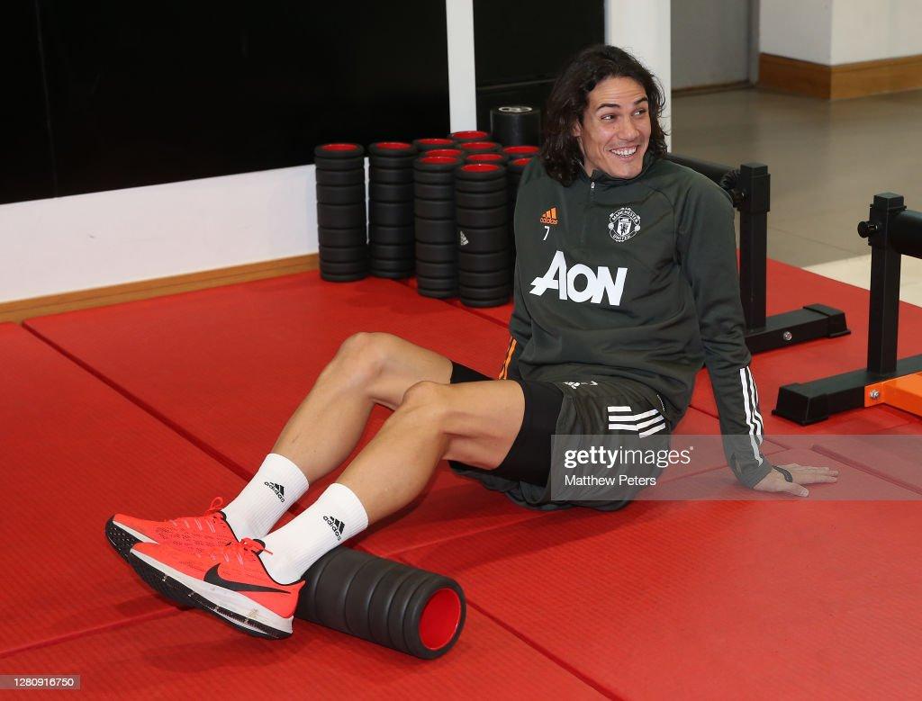Edinson Cavani Trains at Manchester United : News Photo