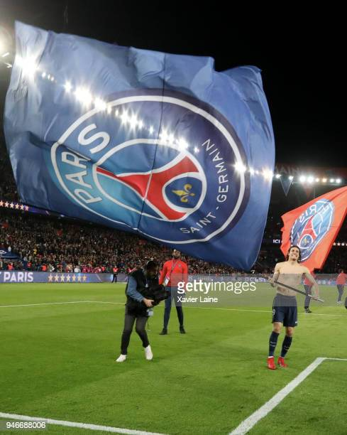 Edinson Cavani of Paris SaintGermain celebrate the championship victory after the Ligue 1 match between Paris Saint Germain and AS Monaco at Parc des...