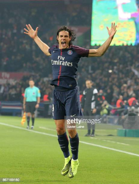 Edinson Cavani of Paris Saint-Germain celebrates his goal during the Ligue 1 match between Paris Saint-Germain and OGC Nice at Parc des Princes on...