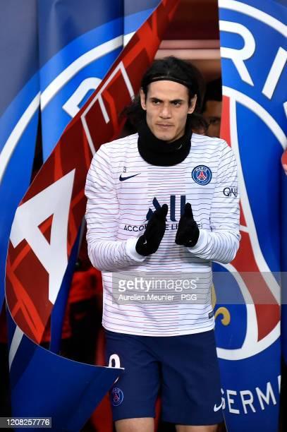Edinson Cavani of Paris SaintGermain enters the pitch for warmup before the Ligue 1 match between Paris SaintGermain and Girondins Bordeaux at Parc...