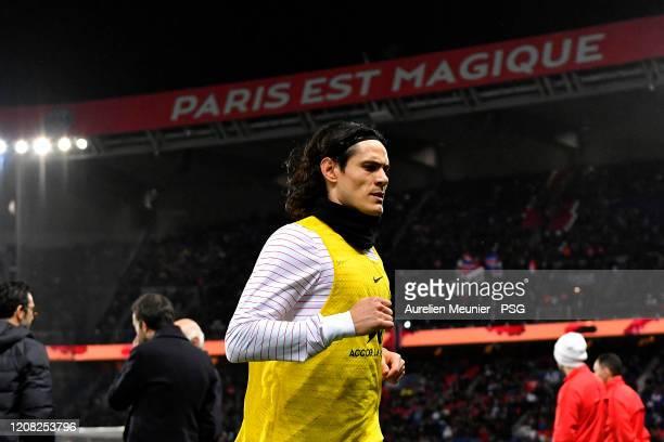 Edinson Cavani of Paris SaintGermain leaves the pitch after warmup before the Ligue 1 match between Paris SaintGermain and Girondins Bordeaux at Parc...
