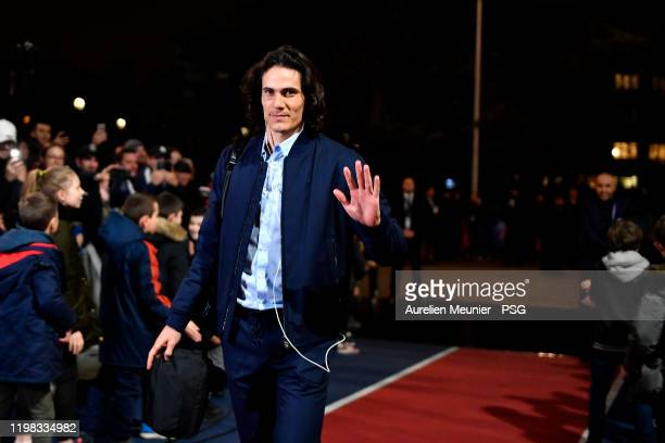 Edinson Cavani of Paris SaintGermain salutes the fans as he arrives to the stadium for the Ligue Cup quarter final match between Paris SaintGermain...