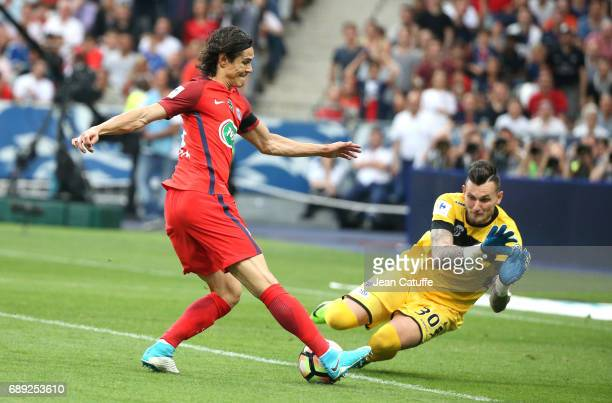 Edinson Cavani of PSG and goalkeeper of Angers Alexandre Letellier during the French Cup final between Paris SaintGermain and SCO Angers at Stade de...