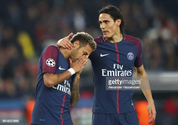 Edinson Cavani of PSG and Neymar of PSG speak during the UEFA Champions League group B match between Paris SaintGermain and Bayern Muenchen at Parc...
