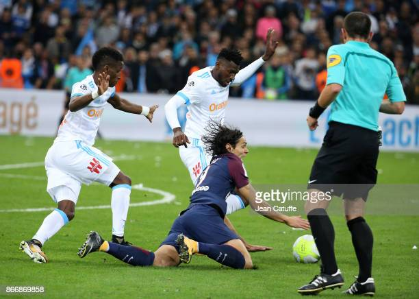 Edinson Cavani of PSG Bouna Sarr and Andre Zambo Anguissa of OM during the French Ligue 1 match between Olympique de Marseille and Paris Saint...