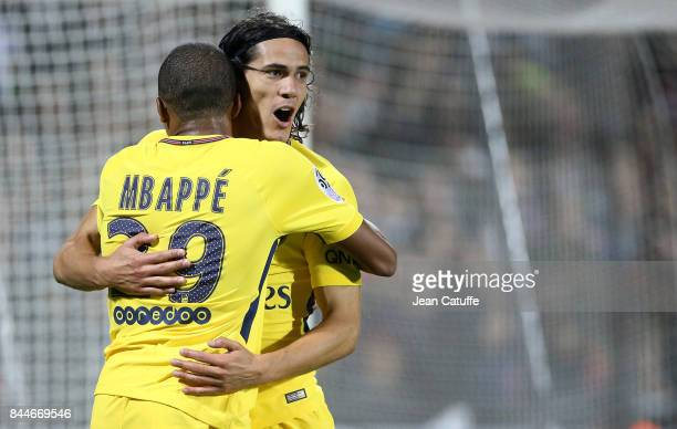 Edinson Cavani of PSG celebrates his first goal with Kylian Mbappe during the French Ligue 1 match between FC Metz and Paris Saint Germain at Stade...