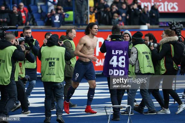 Edinson Cavani of PSG celebrates his goal beating the record of goals for PSG of Zlatan Ibrahimovic during the French Ligue 1 match between Paris...