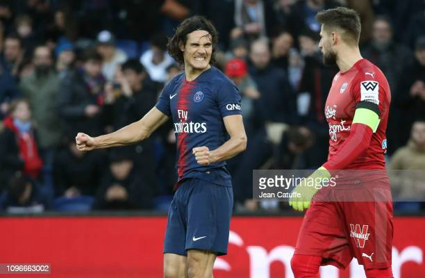 Edinson Cavani of PSG celebrates his goal but grimaces at the same time while goalkeeper of Bordeaux Benoit Costil looks on during the french Ligue 1...