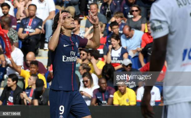 Edinson Cavani of PSG celebrates his goal during the French Ligue 1 match between Paris Saint Germain and Amiens SC at Parc des Princes on August 5...