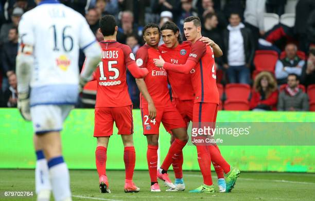 Edinson Cavani of PSG celebrates his goal with Goncalo Guedes, Christopher Nkunku, Julian Draxler during the French Ligue 1 match between Paris...