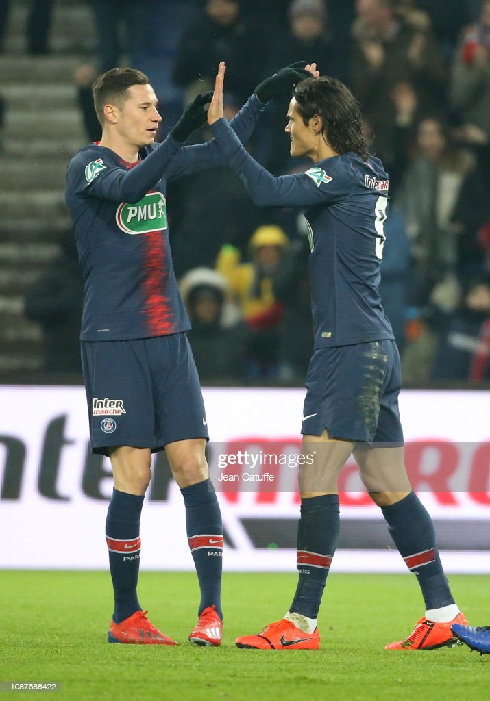 ¿Cuánto mide Edinson Cavani? - Altura - Real height Edinson-cavani-of-psg-celebrates-his-goal-with-julian-draxler-during-picture-id1087688422