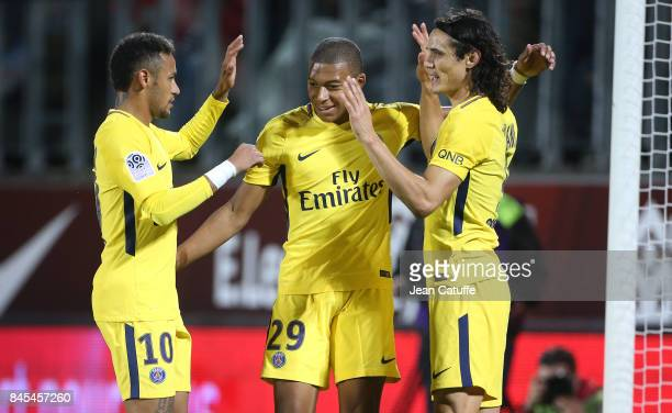 Edinson Cavani of PSG celebrates his second goal with Neymar Jr Kylian Mbappe during the French Ligue 1 match between FC Metz and Paris Saint Germain...