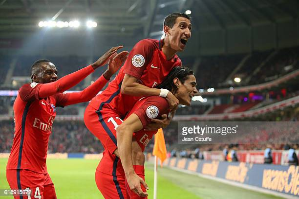 Edinson Cavani of PSG celebrates his winning goal with Angel Di Maria and Blaise Matuidi during the French Ligue 1 match between Lille OSC and Paris...