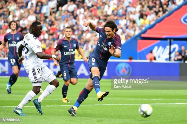 Edinson Cavani of PSG during the Ligue 1 match between Paris Saint Germain and Amiens SC at Parc des Princes on August 5 2017 in Paris France